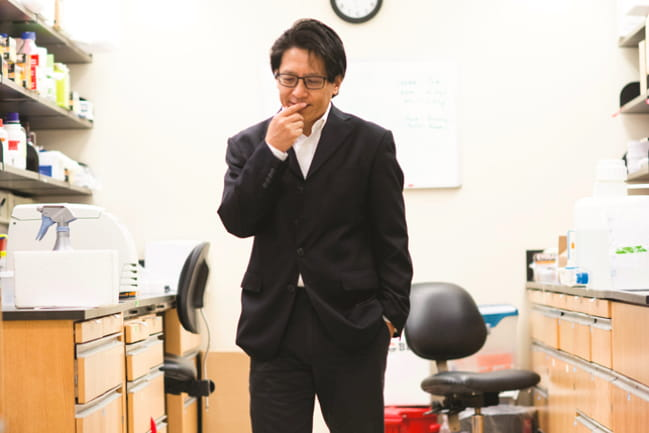 Dr. Zihai Li in lab