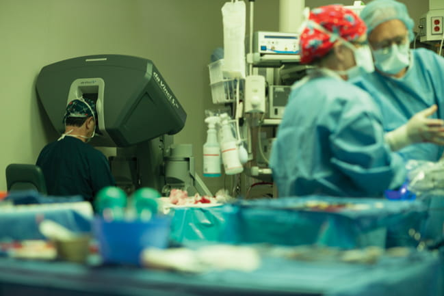 Photo of Dr. Marc R. Katz performing robotic mitral valve surgery