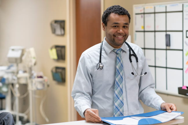 Dr. Nicholas Shungu treats patients of all ages as a family medicine physician at Ellis Oak.